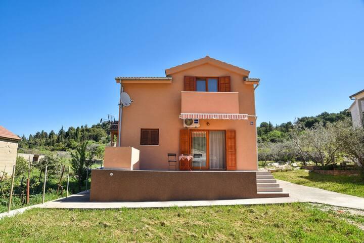 Bella casa 3 camere da letto con giardino privato, terrazza, a 0,5 km dal mare