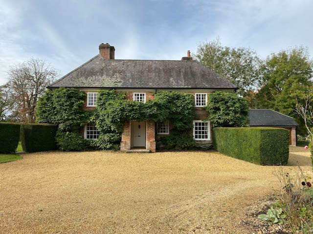Traditional Hampshire Farmhouse near New Forest