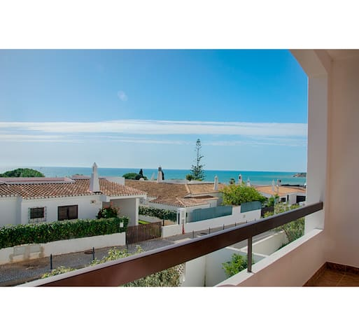 3 Bedroom Apart. Sea View, 5´ Walk from the Beach