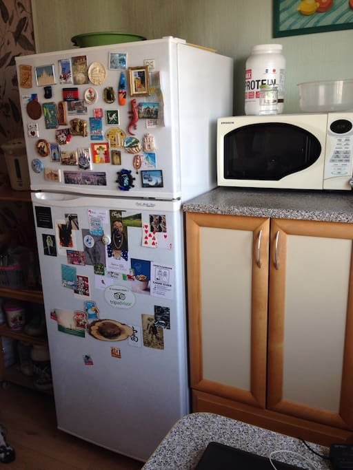 холодильник, микроволновка
