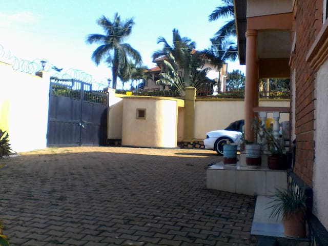 Expatriate Shared Home- Annex - Kampala - Hus