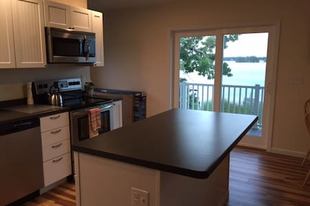 Ferry Place - a new 1000 islands cottage - Wellesley Island - Ev