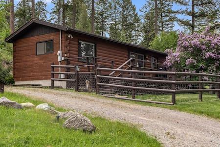 Hillside Cottage in Lakeside
