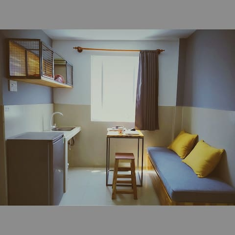 4 bed shared apart. female, separated living room
