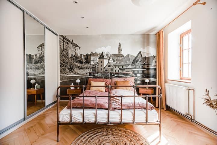 Velký stylový byt v centru Krumlova s parkováním
