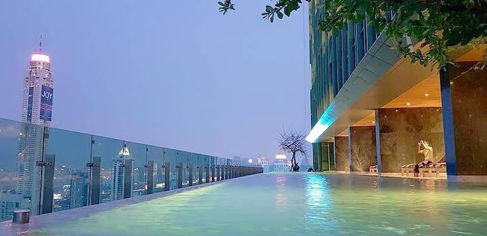 曼谷市中心高层豪华公寓/私人电梯/步行到暹罗商圈/水门市场/中文服务/37F pool
