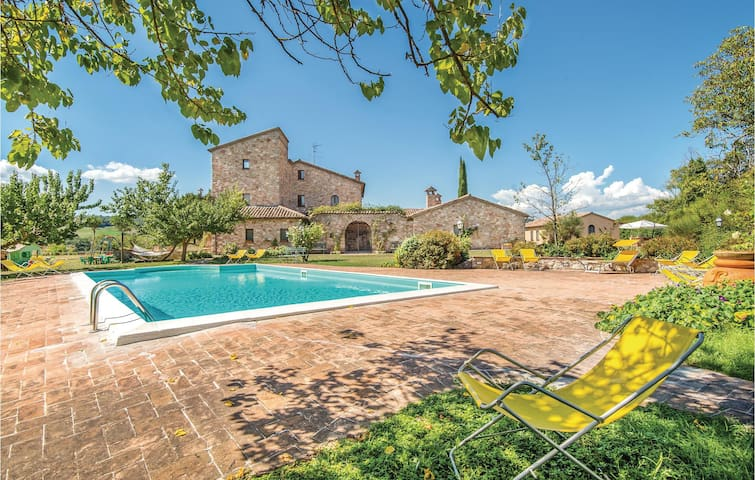 Holiday cottage with 5 bedrooms on 300m² in Sismano (TR)