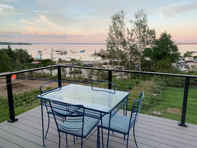Lincolnville Beach Ferry Cottage - views!