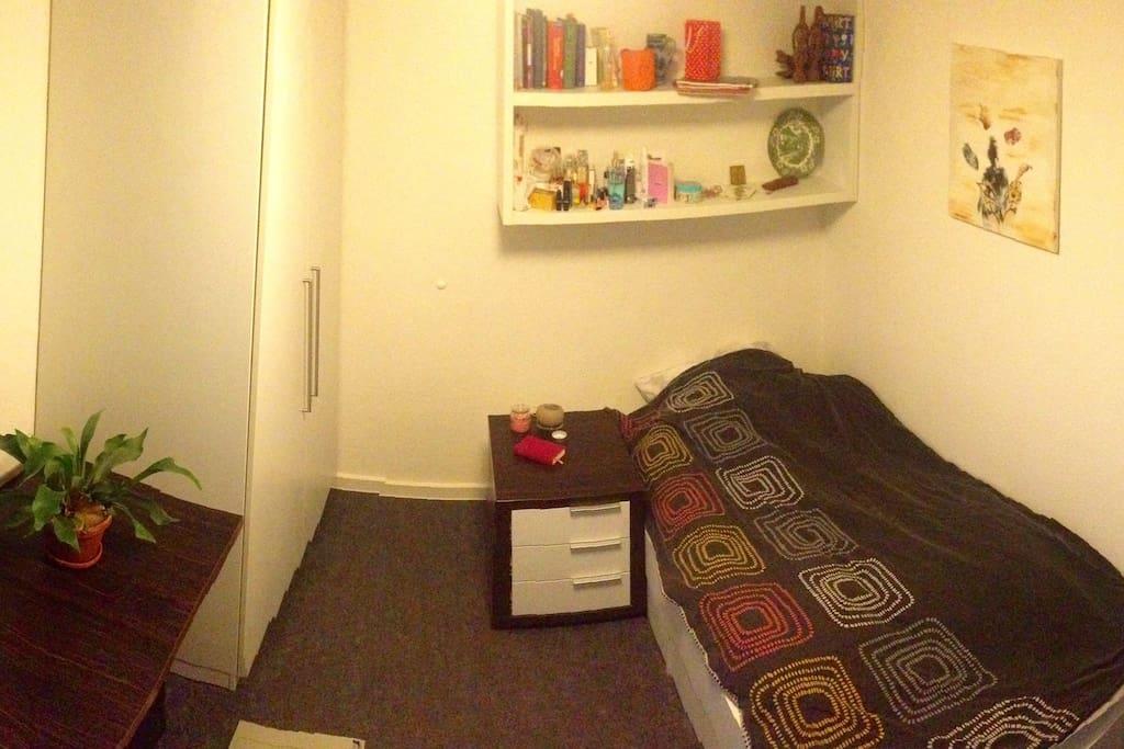 zimmer in wg mit eigenem badezimmer wohnungen zur miete. Black Bedroom Furniture Sets. Home Design Ideas