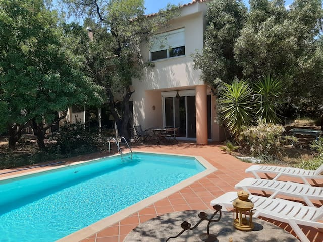 Spacious cozy house,private pool,big garden.Relax.