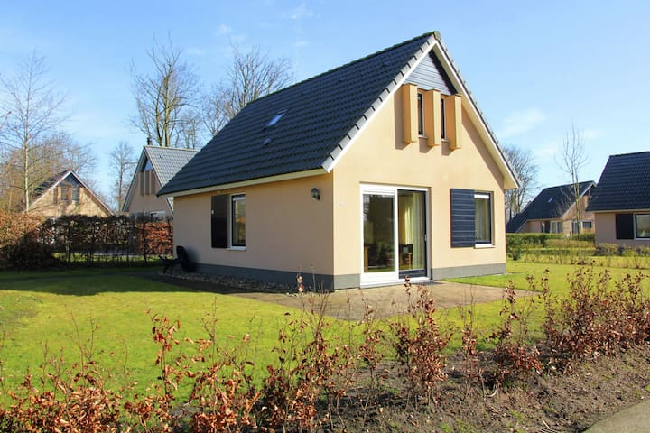 Pleasant Holiday Home in Gaasterlân-Sleat with Parasol