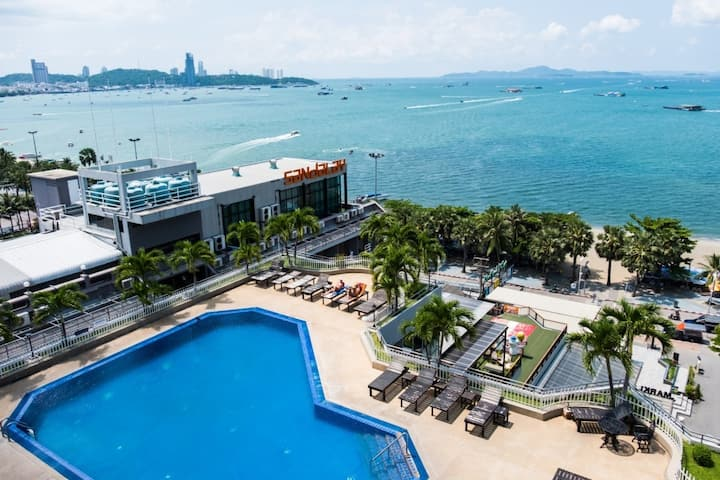 Panoramic Oceanfront Two-Bedroom Suite Pattaya Bay