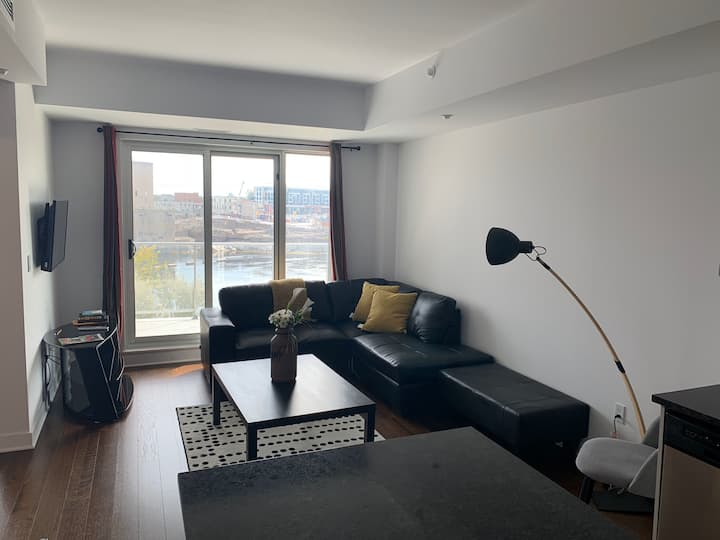 40% OFF MONTHLY!! BEAUTIFUL WATERFRONT CONDO