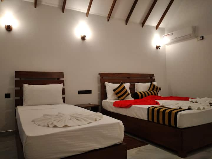Amba sewana  Home Stay And Family Rooms.