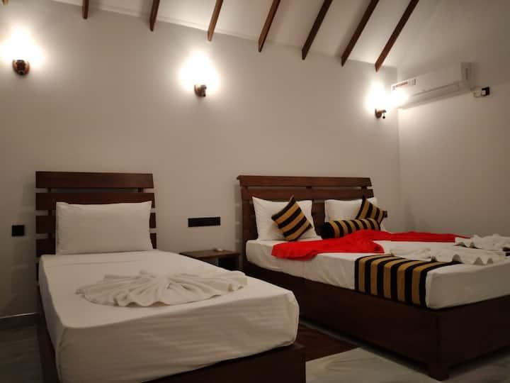 Amba sewana  Home Stay And Family Rooms.