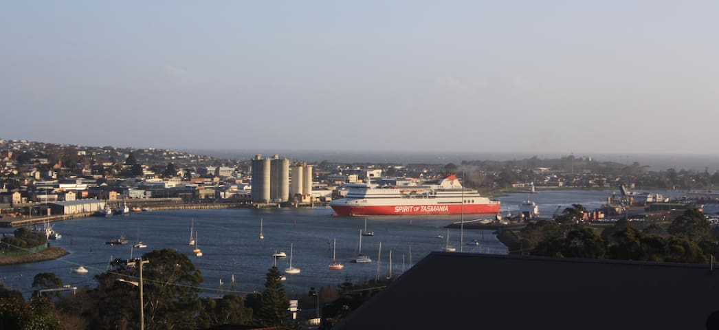 DevonPORT VIEWS!!