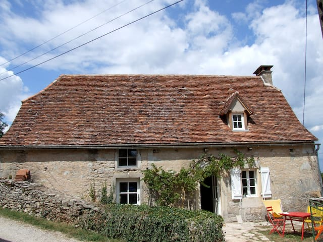 cottage with pool - maison piscine - Espédaillac - House