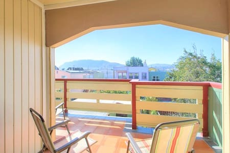 Gorgeous Deck, 2 Beds, Luxury Bath & Free Parking - San Francisco