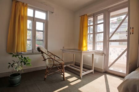 Big, light room with a double bed - Kathmandu