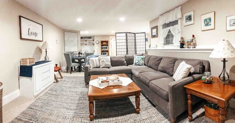 Large Homey Studio Minutes away from Maine's best!