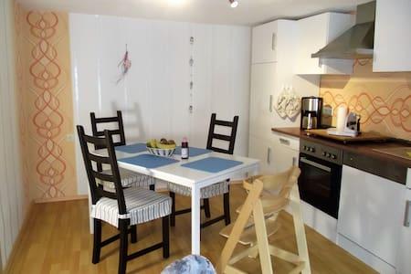 Willkommen bei Oma Sahne am Wachtelhof Fischer - Buttlar - Apartment