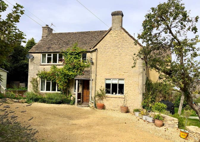 Beautiful Cottage in the Heart of the Cotswolds