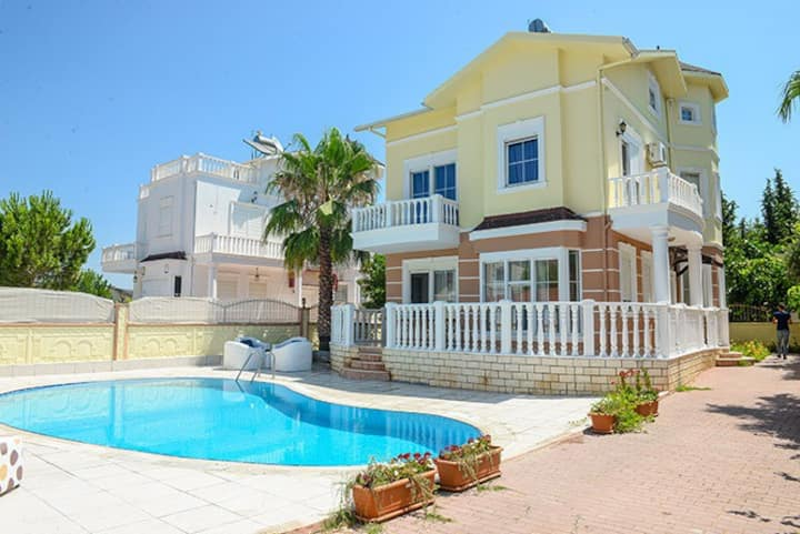 Villa with a swimming pool in Belek