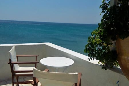 BEACH APARTMENT -LIVING ON THE SEA SAMOS ISLAND - Marathokampos