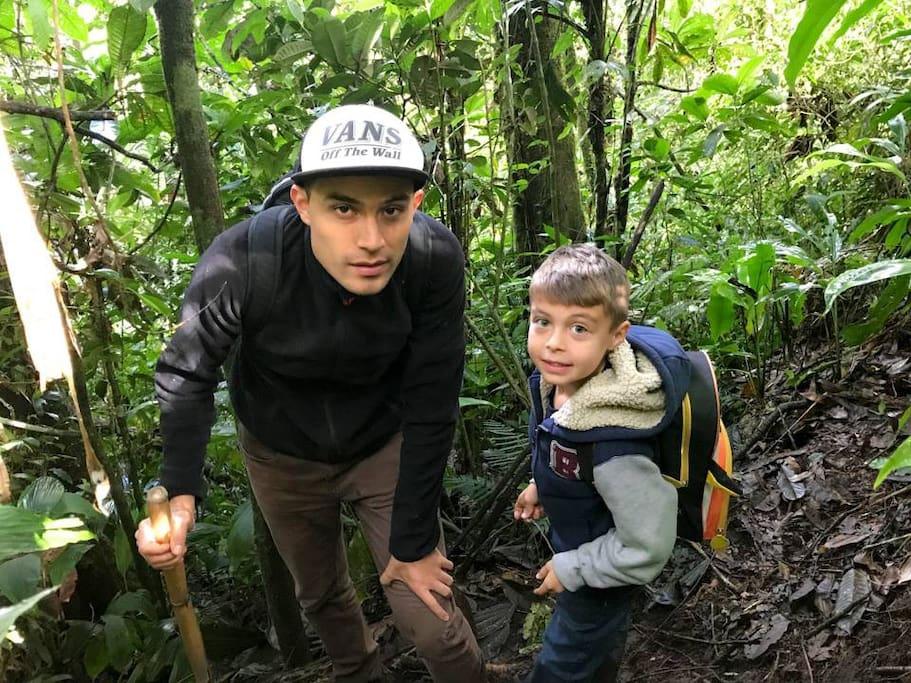 Disfrutando del tour por la selva