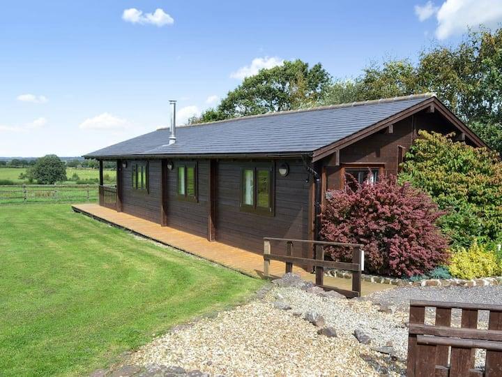 The Churn, a spacious log cabin on a working farm
