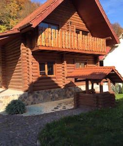 Деревянный дом «Gran de Shayan» в Закарпатье