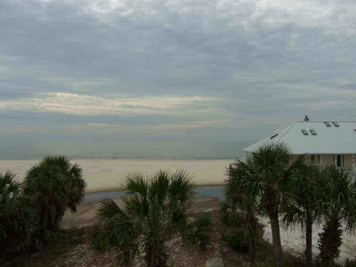 4BR, Gulf Front, Beautifully Decorated Home on Indian Pass, Pet Friendly ~ Crosswinds