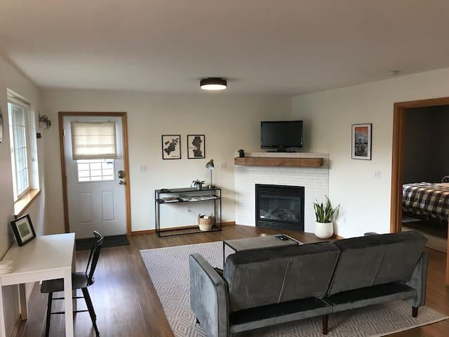 Light-filled Seahurst Guest Suite