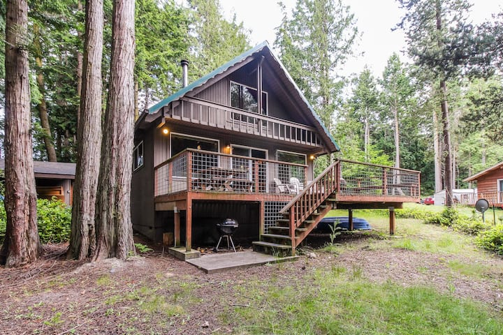 Cozy & quiet cabin w/ natural beauty close to all the sights of southern Lopez!