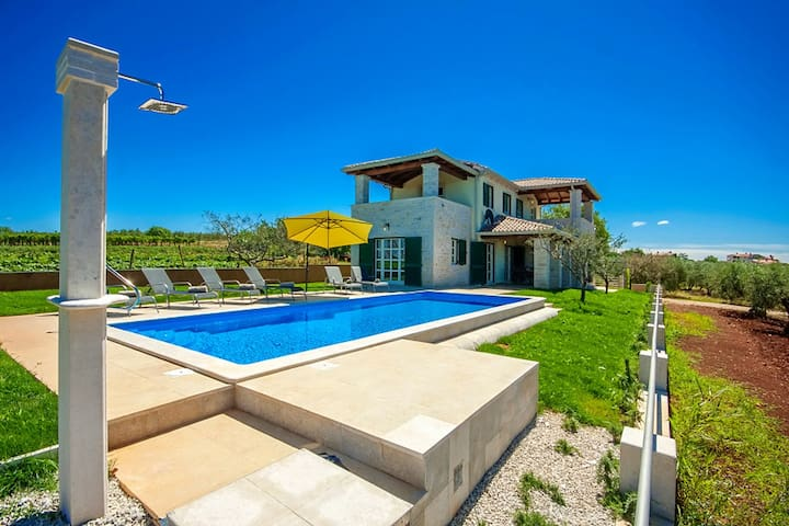Villa Manuela with swimming pool and stunning view