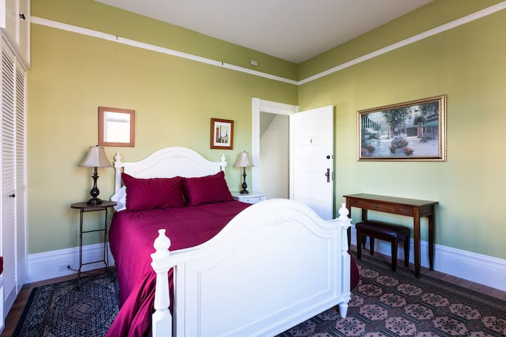 Beautiful room in an 1890 Noe Valley Victorian