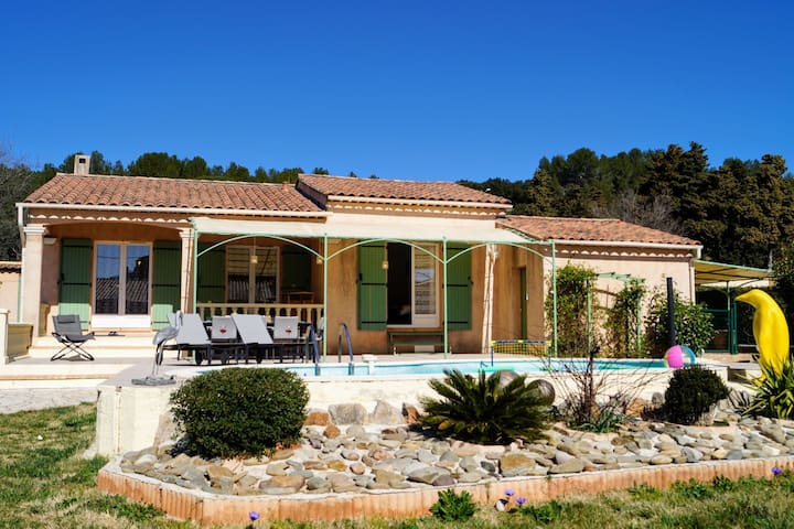 Heavenly Villa in Pignans with Swimming Pool