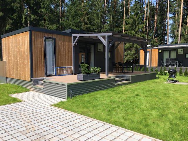 Modernes Mobilheim am See mit Fass-Sauna (WA104)