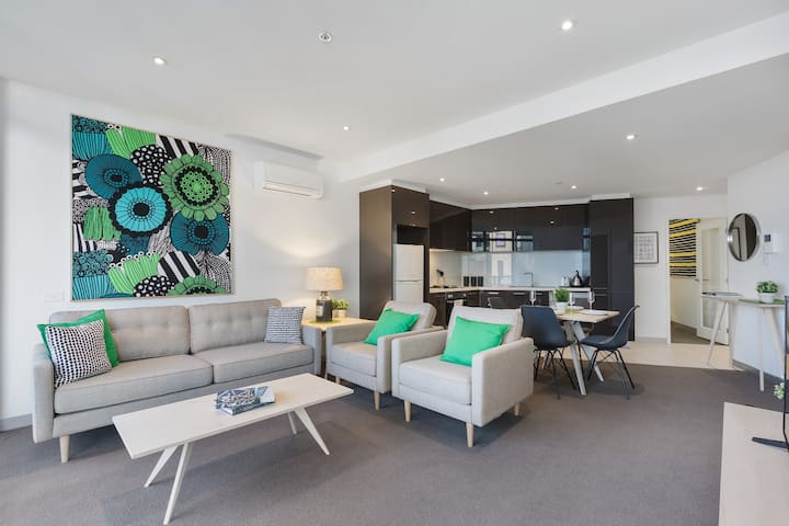 2BD Charming CBD Pad With NETFLIX, SPA and Pool - Southbank - Apartment