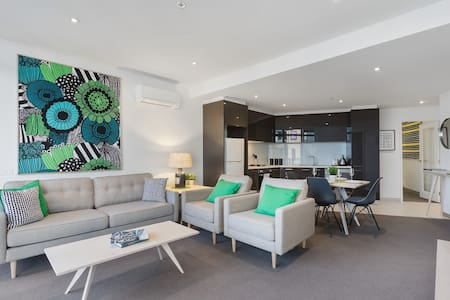 2BD Charming CBD Pad With NETFLIX, SPA and Pool - Southbank