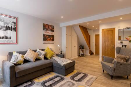 Film View Cottage, Stone Throw to Elstree Studios