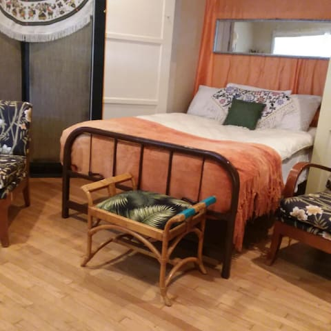 Belmont Shore @ 2nd st Furnished Studio