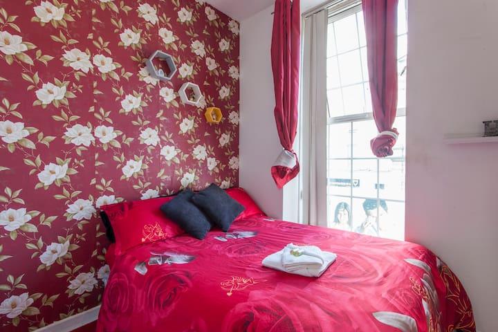 Whole 2 bed Apt near TEMPLE BAR - Dublin - Apartment