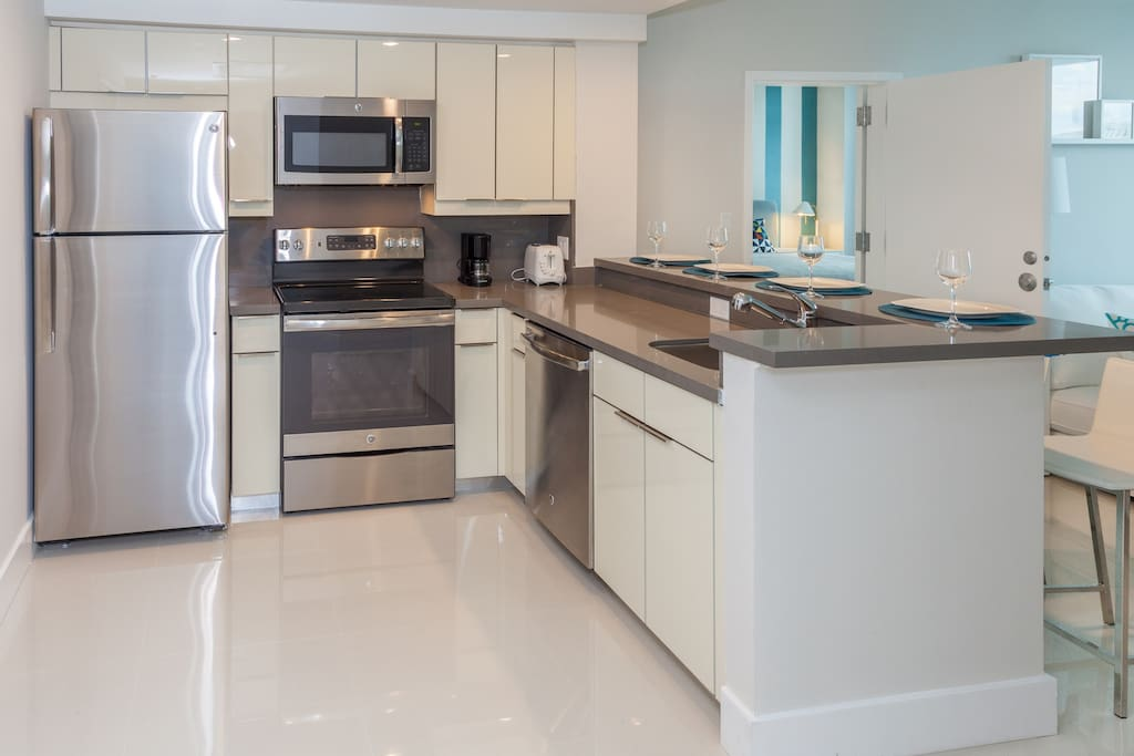 Ample, well-lit kitchen, fully equipped with the appliances you may need.