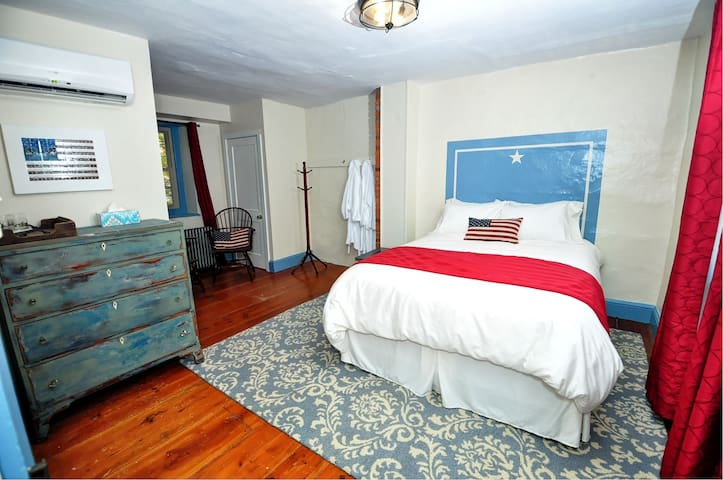 Galvanized America Inn, Bucks County-Freedom Room