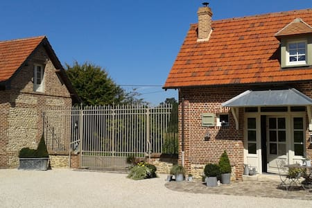 LE CLOCHER DU MAY - Saint-Germer-de-Fly - Bed & Breakfast