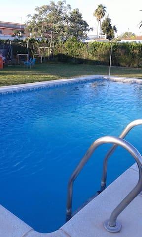 Casa, tres habitaciones con piscina - Carmona