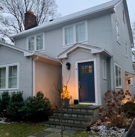 BEAUTIFUL NEWLY RENOVATED QUAINT HOME IN RYE, NY!