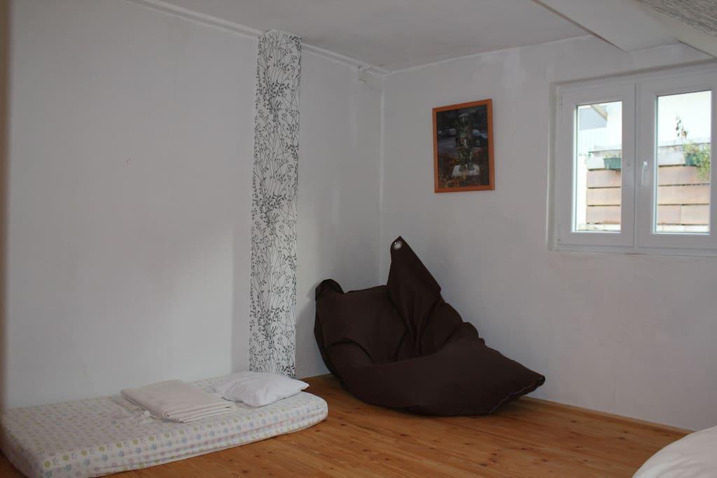 Schlafzimmer mit optionalem Kinderschlafplatz