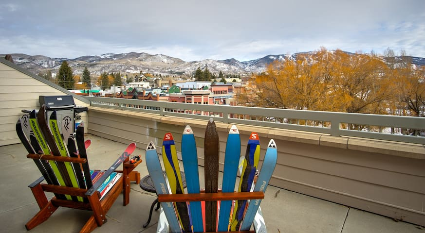 Downtown 7th St. Penthouse Condo -- Mountain views